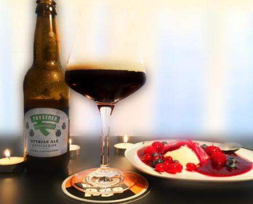 Das Forstner Styrian Ale besticht mit einer wunderbaren beerigen Note und einem waldigen Gesamteindruck. Zum Styrian Ale perfekt passend gibt es ein Panna Cotta mit Waldbeersauce.