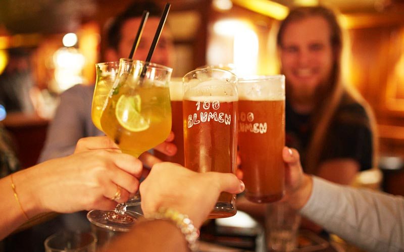 Deine Firmenfeier muss auf ein weiteres Level gehoben werden. Mit einer Bierverkostung machst Du Deine Mitarbeiter feucht-fröhlich.