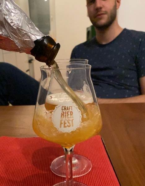 Die Blindverkostung beginnt mit Craft Bier: Dem Belgier Belgian Pale Ale in der Bierverkostung.
